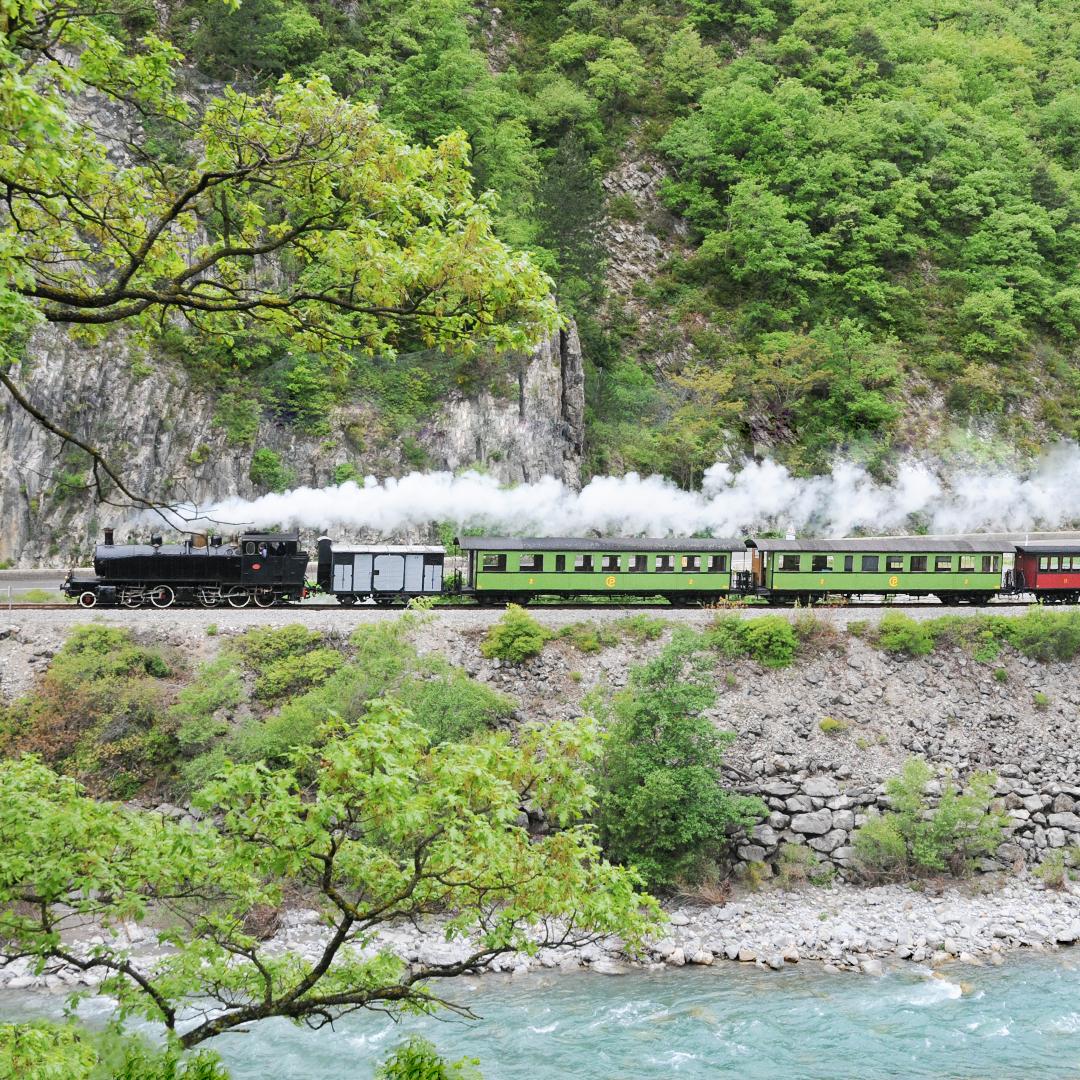 Le Train des Pignes au bord du Var